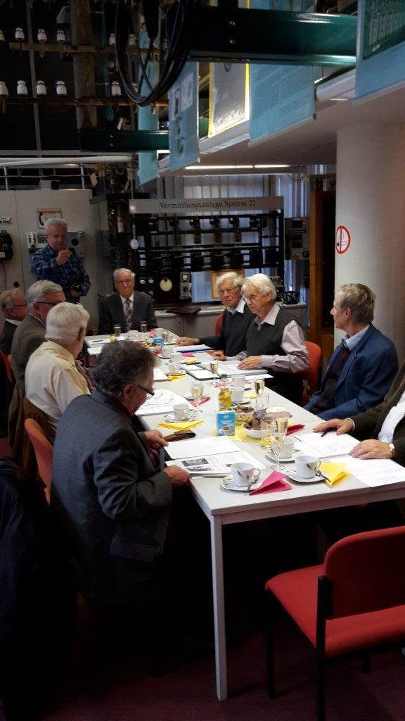 Mitglieder des AK 20 bei Ihrer Beratung