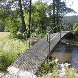 Moderne Brücke am Eingang zum Schwarzbachtal