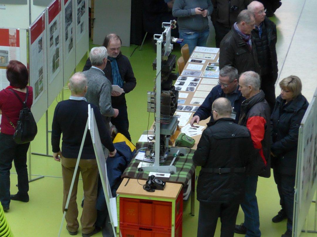 Gut besuchter Stand beim Dresdner Geschichtsmarkt