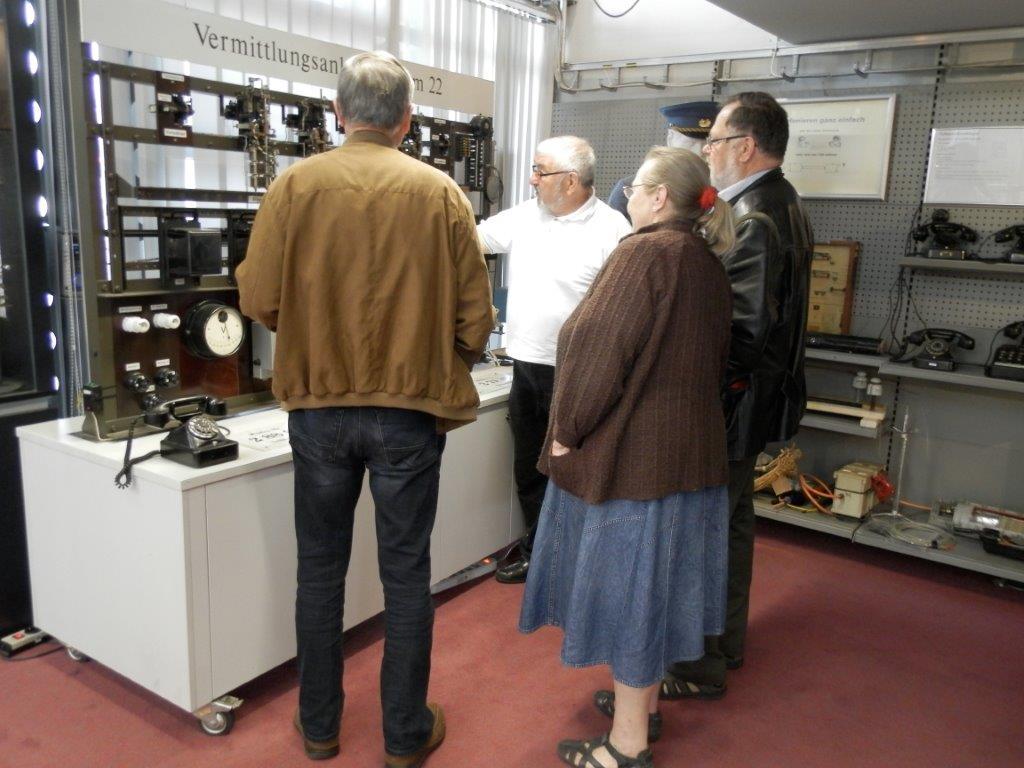 Besucher am Demo-Modell