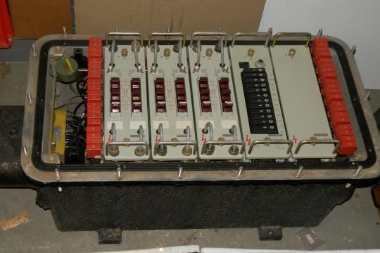 VLU 1800-Behälter mit 3 Verstärkereinschüben