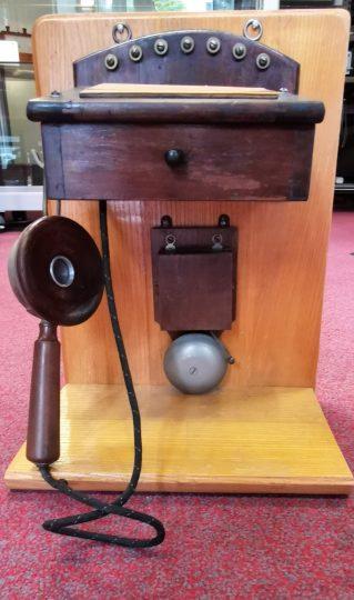 Historischer OB-Apparat mit Holzmembran-Mikrofon