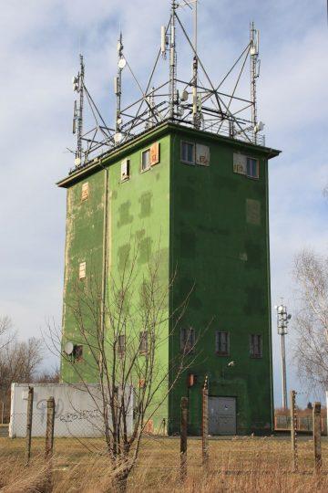 Der Turm 2014 mit Antennenaufbauten